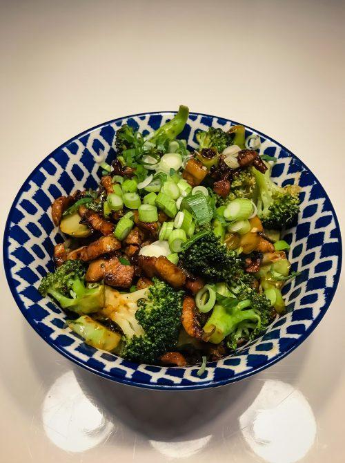 Zoete spek met broccoli en rijst